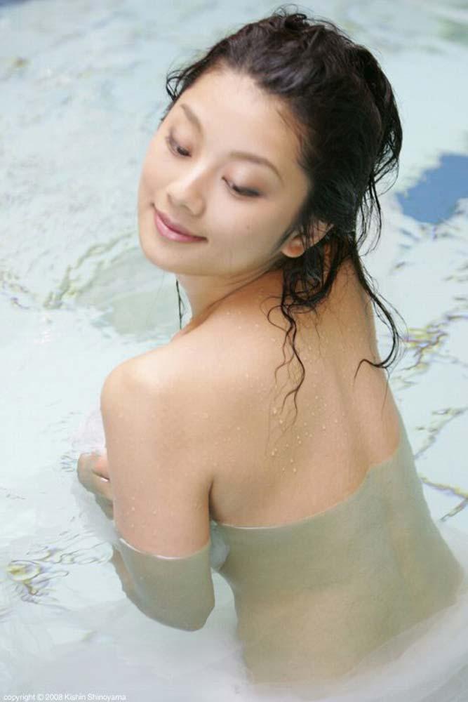小池栄子のパンチラノーブラなエロ画像が抜ける