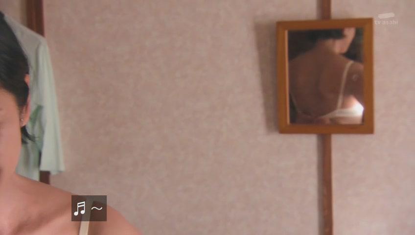 黒木瞳の巨乳で胸チラエロ画像