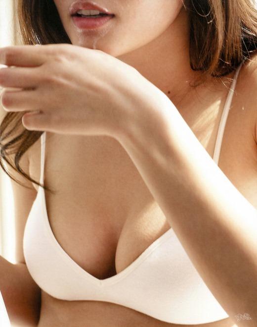 黒木メイサの全裸ヌードで露出画像