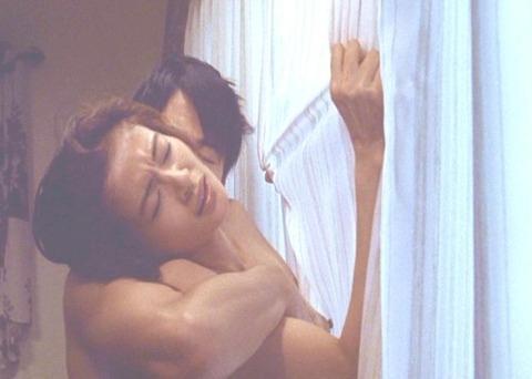 黒谷友香のセックスの濡れ場画像