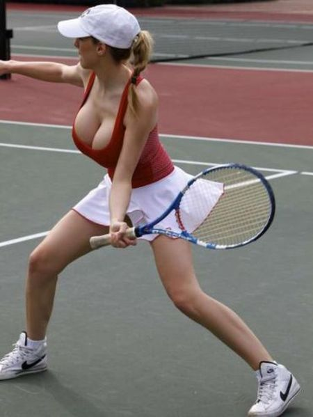 巨乳テニスアスリートのエロ画像