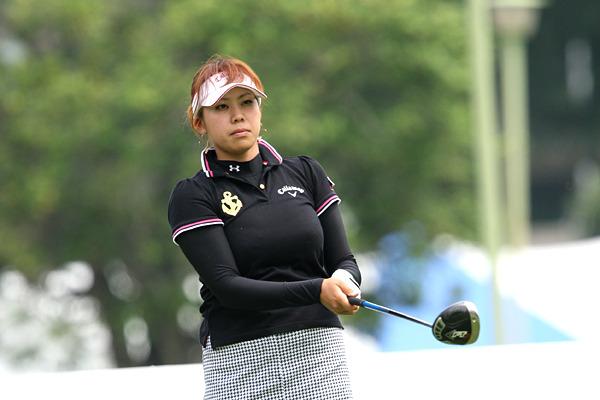 女子ゴルフの巨乳アスリートのエロ画像