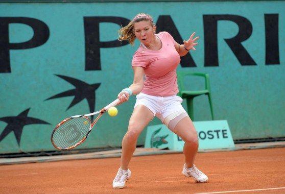 巨乳テニスアスリートのシモナ・ハレプエロ画像