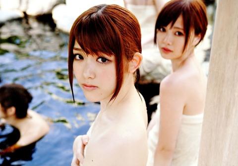 松村沙友理の乳首ポロリ画像