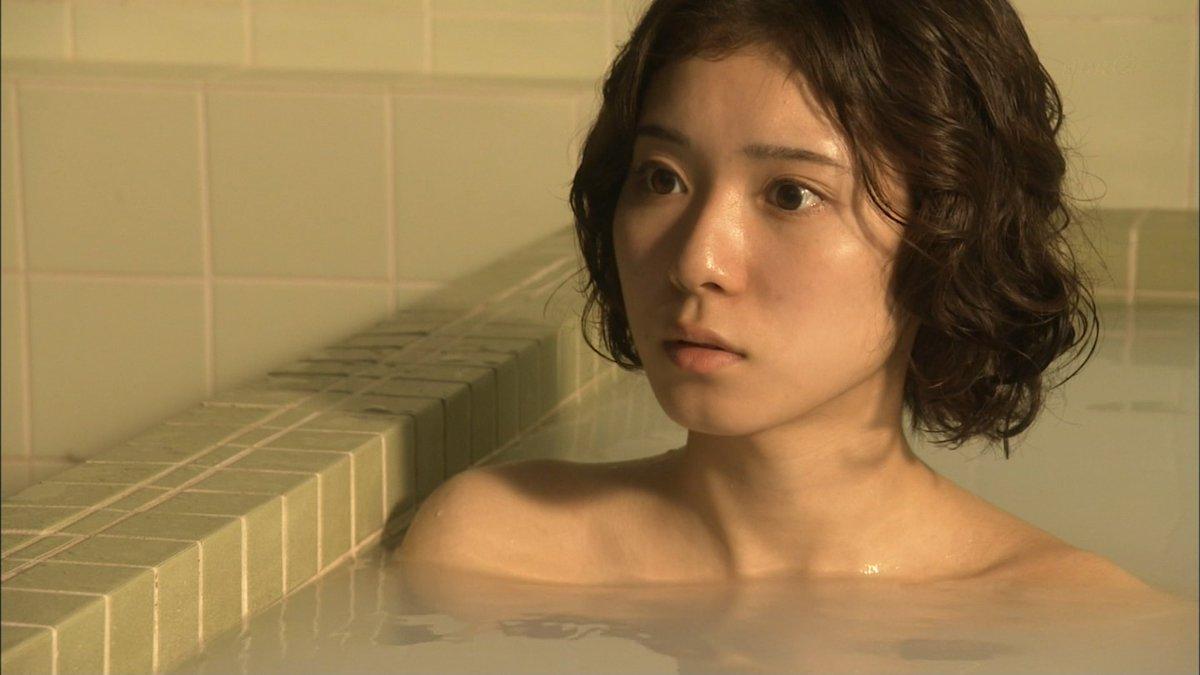 松岡茉優のパンチラ画像