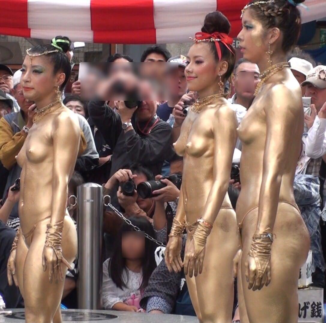 金粉祭りのおっぱいエロ画像