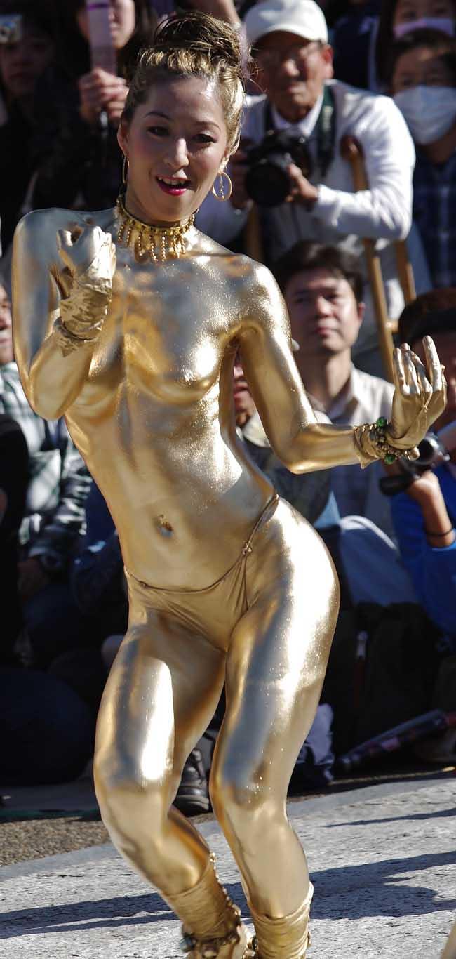 金粉祭りのパンチラエロ画像