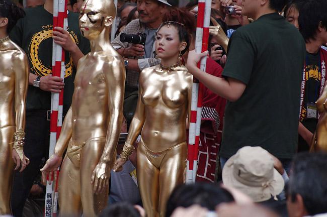 金粉祭りのセックスの濡れ場画像