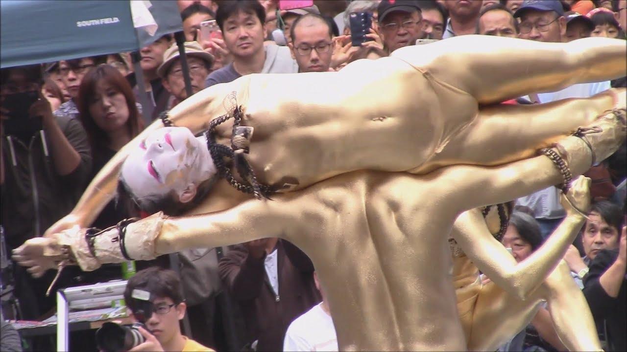 金粉祭りの全裸ヌードで露出画像