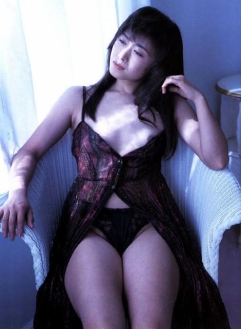 三原じゅん子のセックスの濡れ場画像