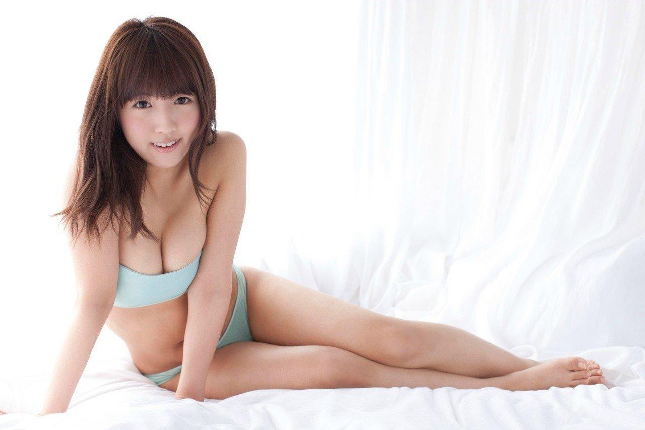 三上悠亜の全裸ヌードで露出画像