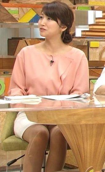 三田友梨佳の全裸ヌードで露出画像