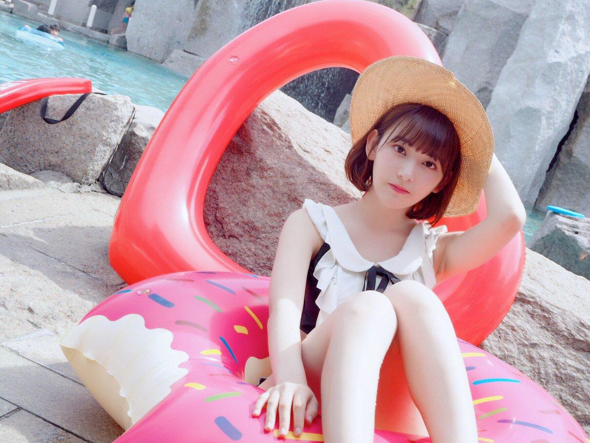 宮脇咲良のおっぱい乳揉みエロ画像
