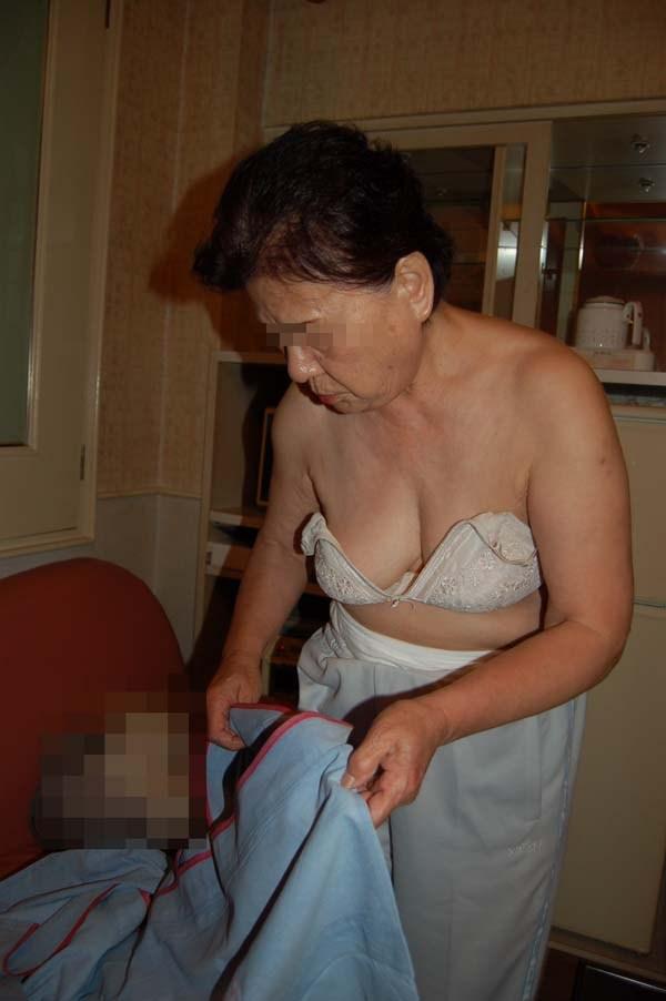 60代(六十路)熟女の胸がエロい
