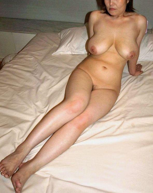 60代(六十路)熟女のヌード乳首エロ画像