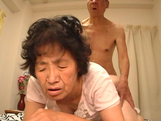 60代(六十路)熟女モロにマンスジやハミマンエロGIF画像