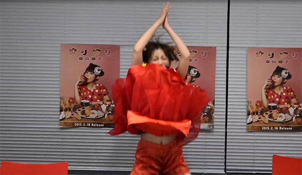 中川翔子のおっぱい丸出しで全裸でエロ画像