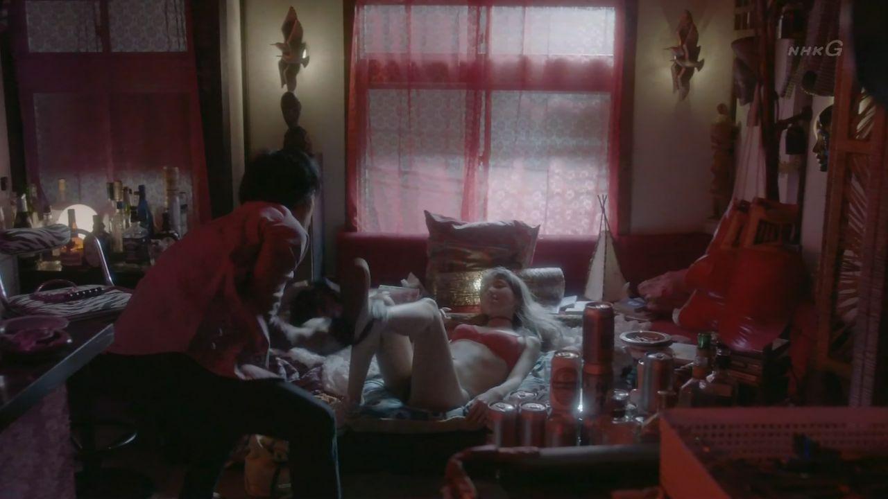 仲里依紗の下着丸見えパンチラエロ画像が抜ける