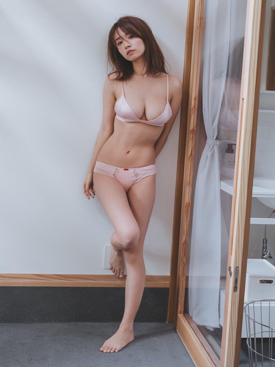 菜乃花のパンモロエロ画像