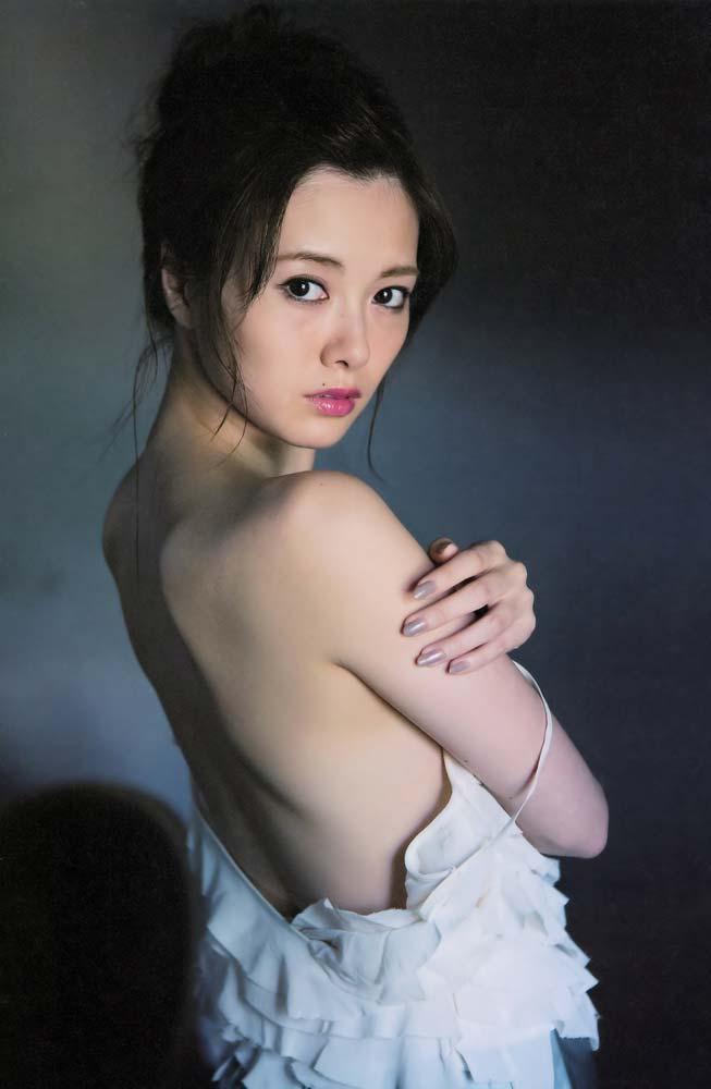 乃木坂46白石麻衣のおっぱい丸出しで全裸でエロ画像