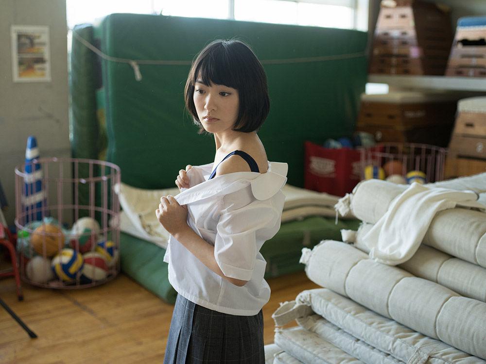 乃木坂46生駒里奈の乳首ポロリしたヌードエロ画像や胸チラ