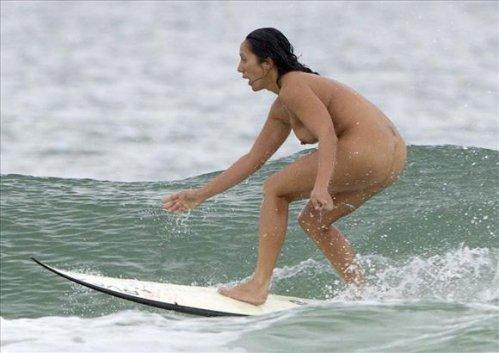 サーフィン全裸のパンチラエロ画像