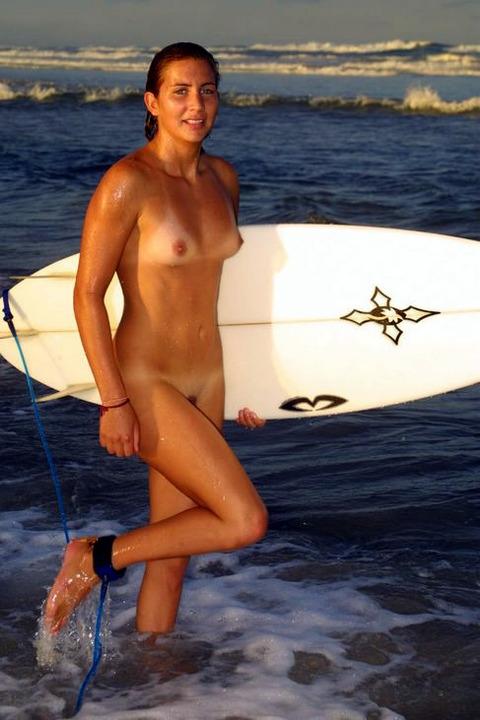 サーフィン全裸のおっぱい乳揉みエロ画像