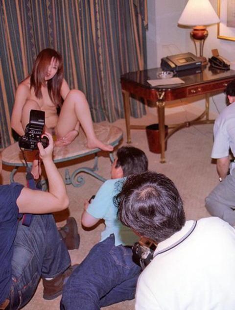 ヌード撮影会の胸がエロい