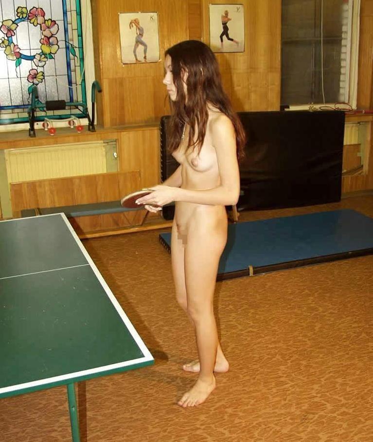 全裸卓球のヌード乳首エロ画像