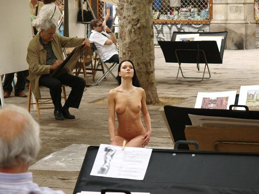 ヌードモデルのおっぱい画像