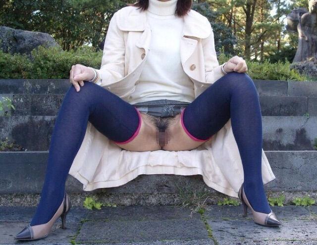 無修正おばさん熟女の全裸ヌードで露出画像