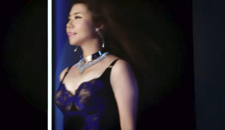 女芸人モロにパンチラエロGIF画像