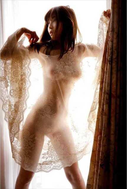 小野真弓の乳首ポロリ画像