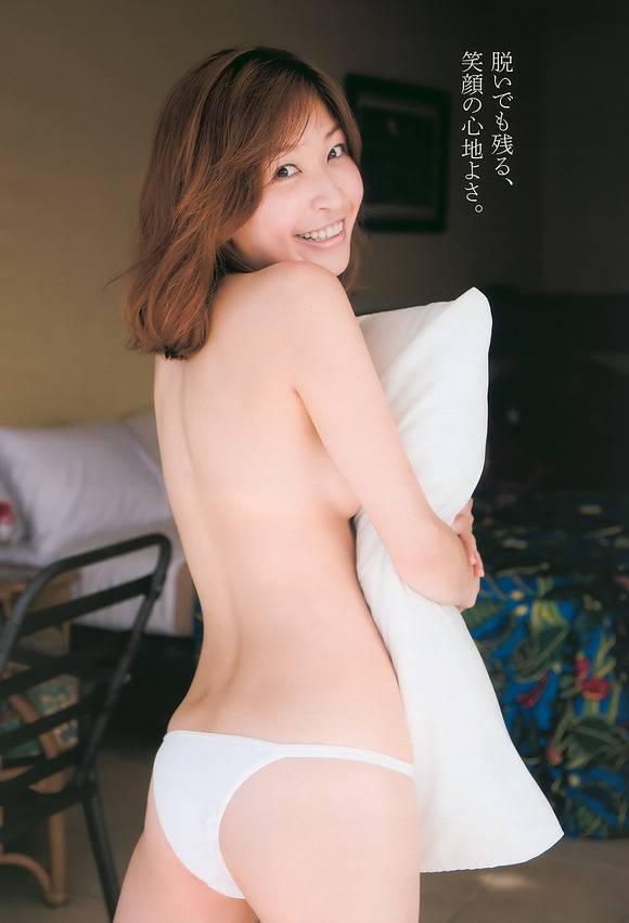小野真弓の全裸ヌードで露出画像