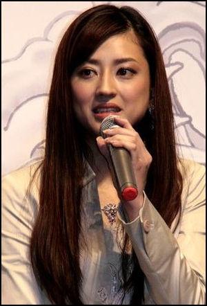 小沢真珠のおっぱいエロ画像
