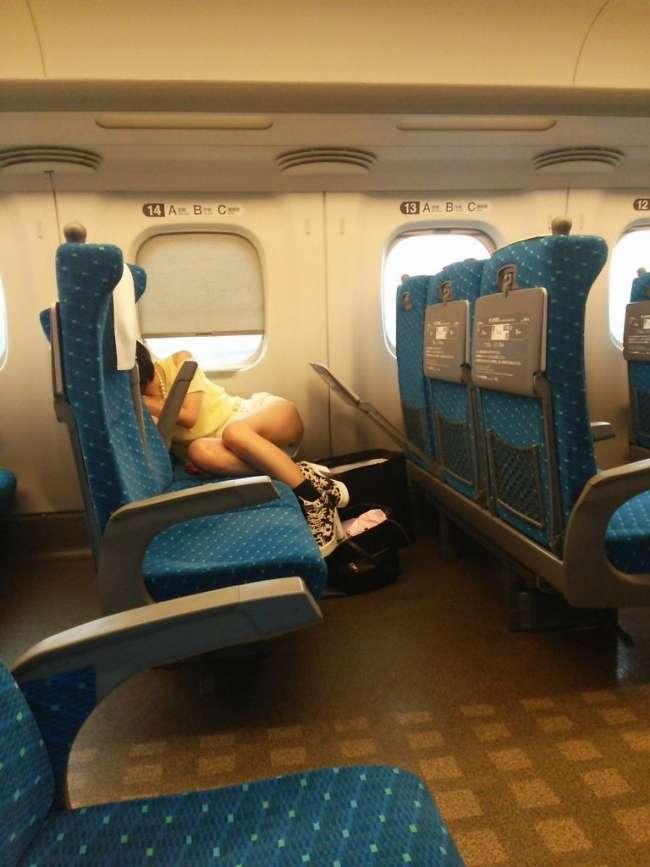 電車パンチラのエロ画像