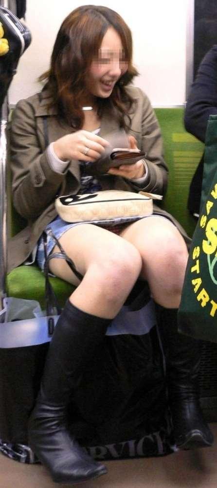 電車のお宝エロ画像