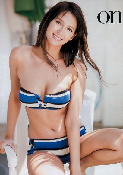 リア・ディゾンの乳首ポロリ画像