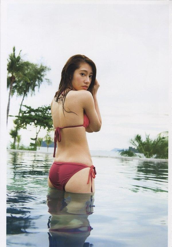 桜井玲香の全裸ヌードで露出画像