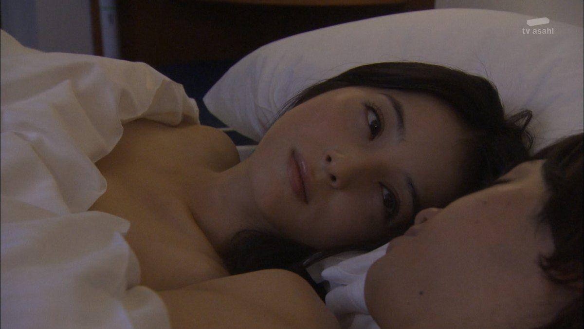 佐々木希の乳首ポロリしたヌードエロ画像や胸チラ