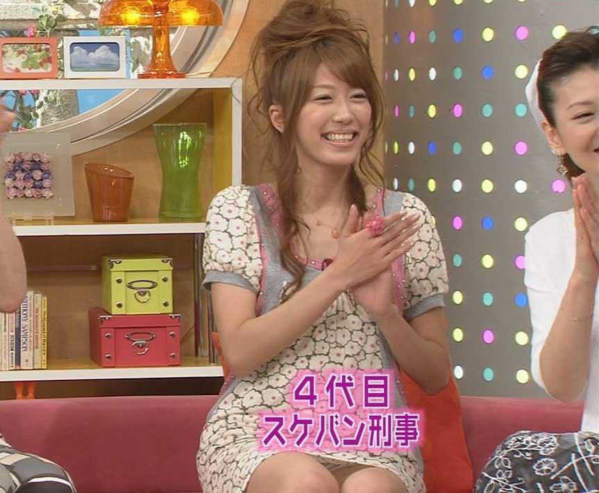 里田まいの乳首ポロリ画像