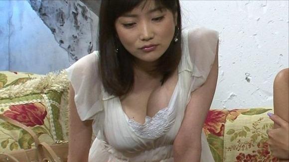 佐藤江梨子の乳首ポロリ画像