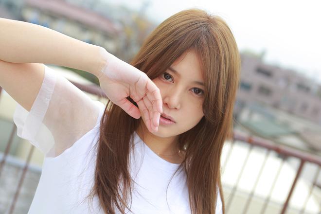 佐津川愛美の巨乳で胸チラエロ画像