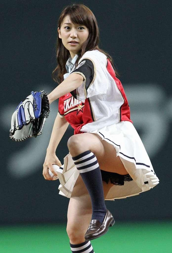 大島優子始球式のエロおっぱい画像