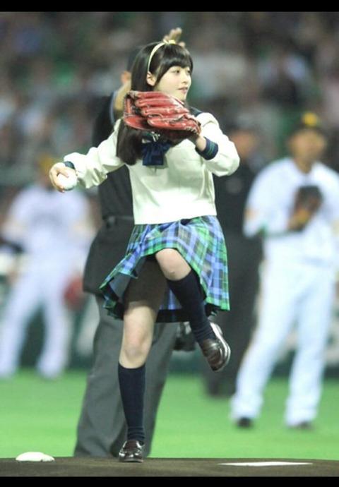 橋本環奈の始球式のお宝エロ画像