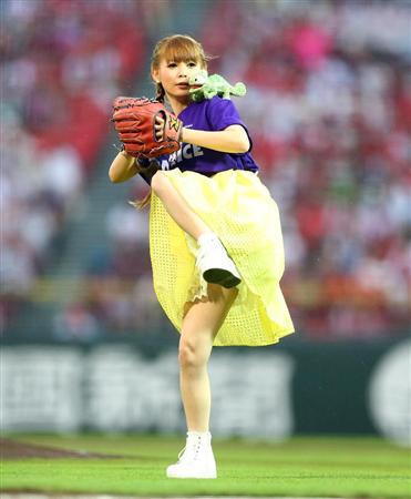 中川翔子始球式モロにパンチラや放送事故画像