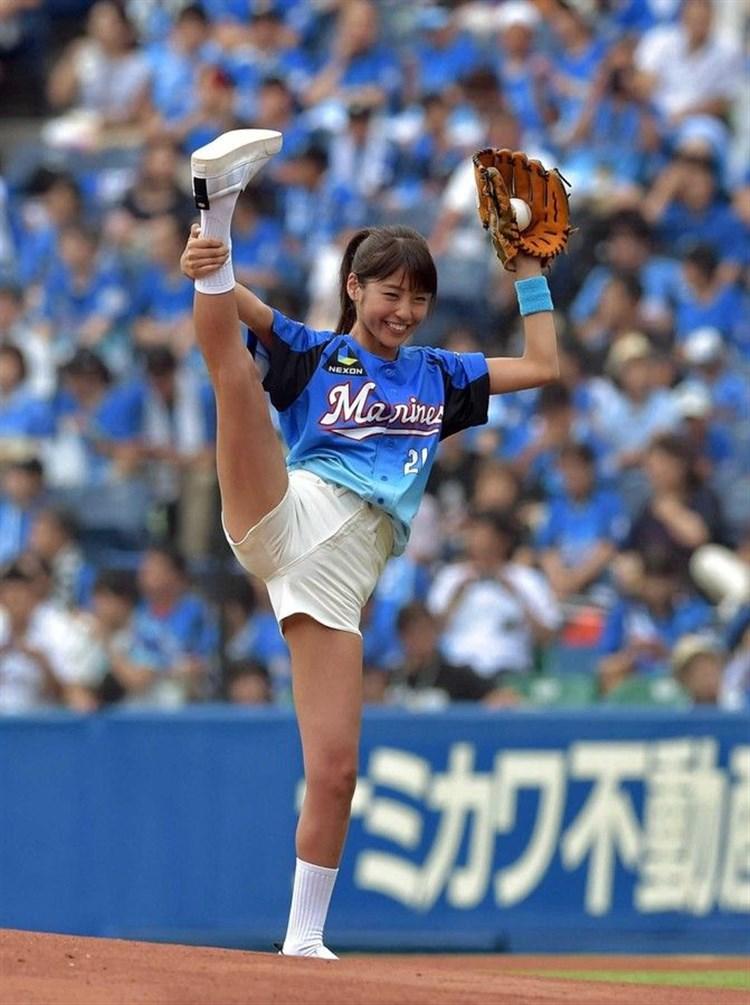 岡副麻希始球式のお宝エロ画像