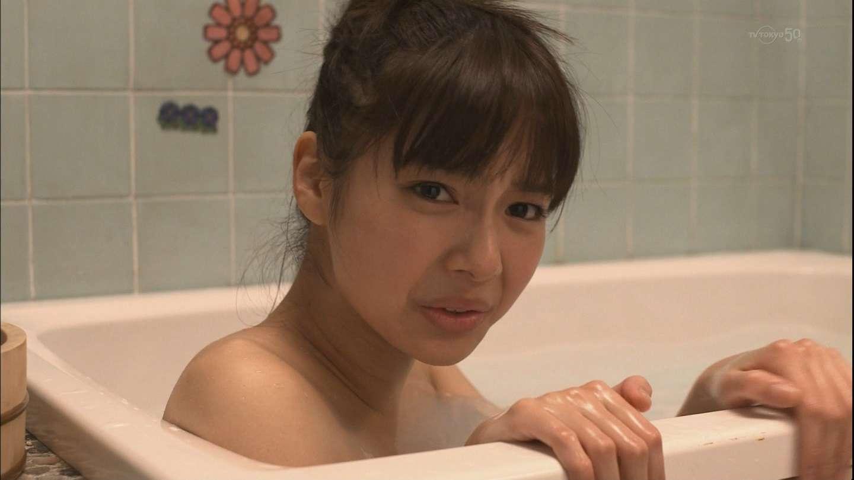 新川優愛のおっぱいエロ画像