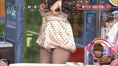 篠田麻里子のパンツ丸出しエロ画像