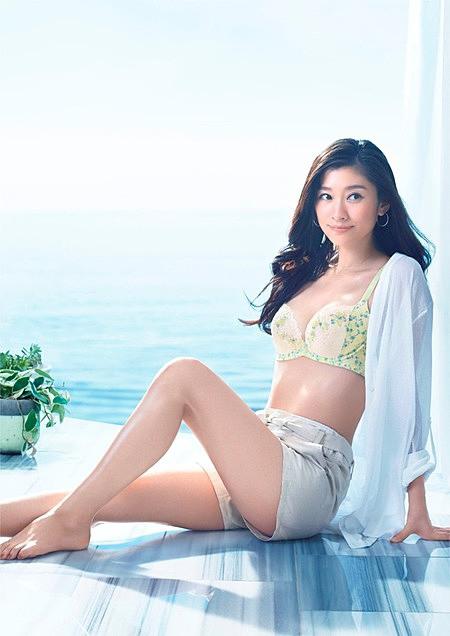 篠原涼子のエロおっぱい画像